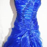 Kék alkalmi ruha közeli