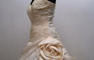 Krémszínű menyasszonyi ruha
